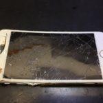折れ曲がったiPhoneだって直るんです!