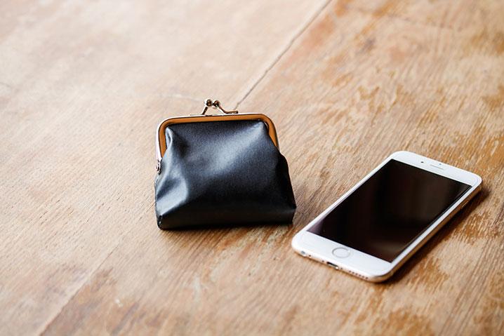 お財布とスマホ