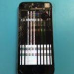 見るも無残な iPhone 5s、液晶の損傷は大丈夫…?!
