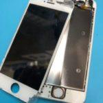 若干スケルトン…?!画面の剥離が激しいiPhone 5s。